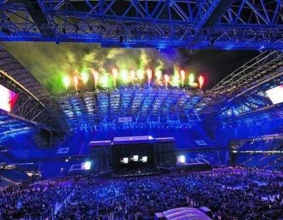 Tak wyglądał pokaz pirotechniki podczas otwarcia stadionu po gruntownej przebudowie w 2010 r.