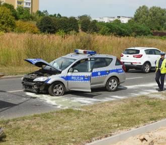 Poznań: Radiowóz zderzył się z osobówką. Jedna osoba ranna