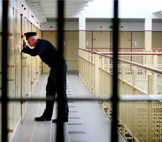 Całą noc torturowali go w celi aresztu przy Świebodzkiej we Wrocławiu. Myśleli, że to pedofil [TYLKO