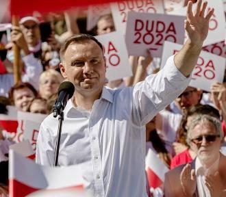 Andrzej Duda w Wałbrzychu. Tłumy zwolenników i przeciwników na placu Magistrackim (ZDJĘCIA i