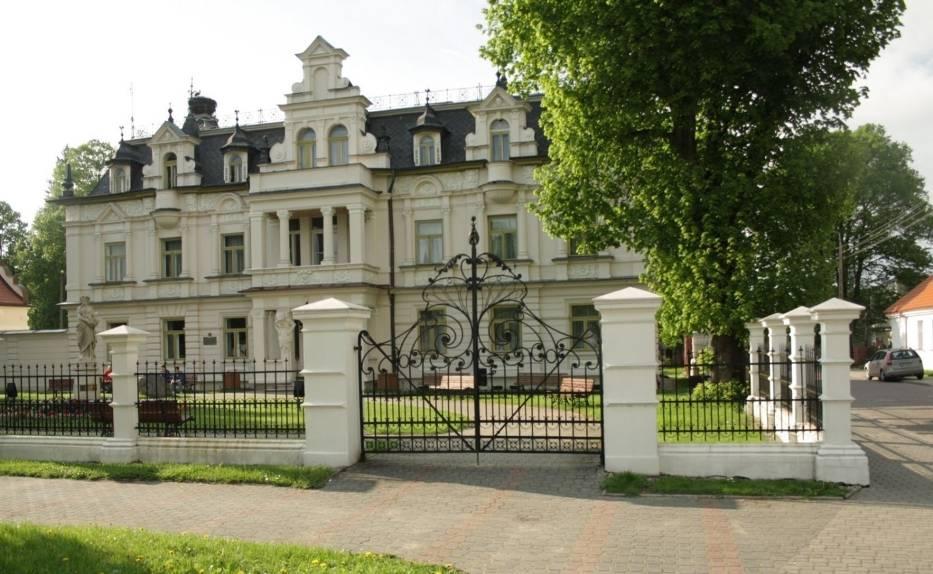 Pałac Buchholtzów - elewacja frontowa