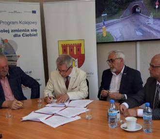 Podpisanie umowy na remont wiaduktu przy Kochanowskiego