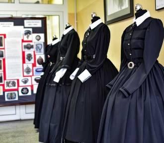 Uczennice z Poznania uszyły czarne suknie na znak żałoby narodowej