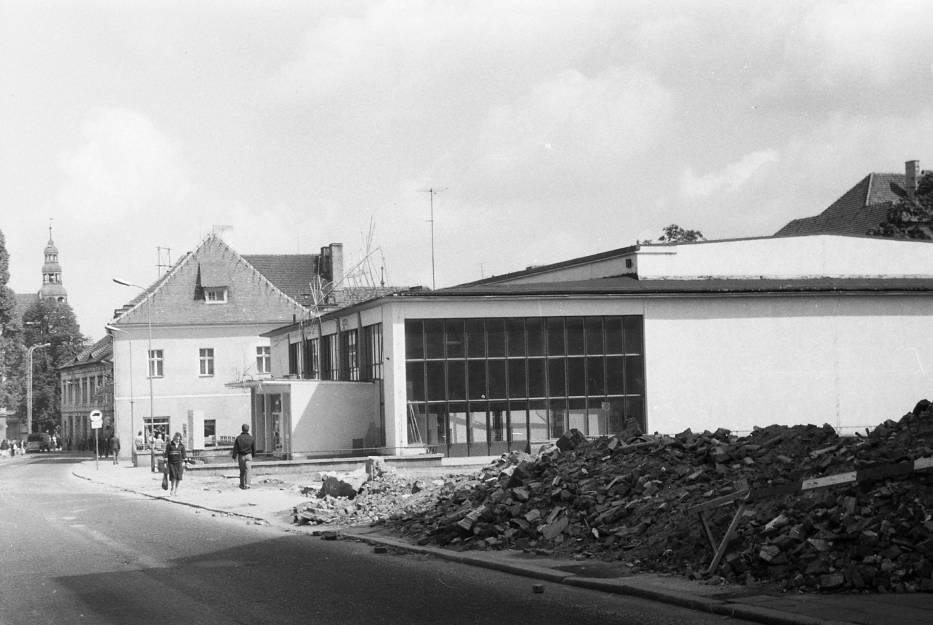 W tle ulica Sikorskiego, na pierwszym planie budowa al