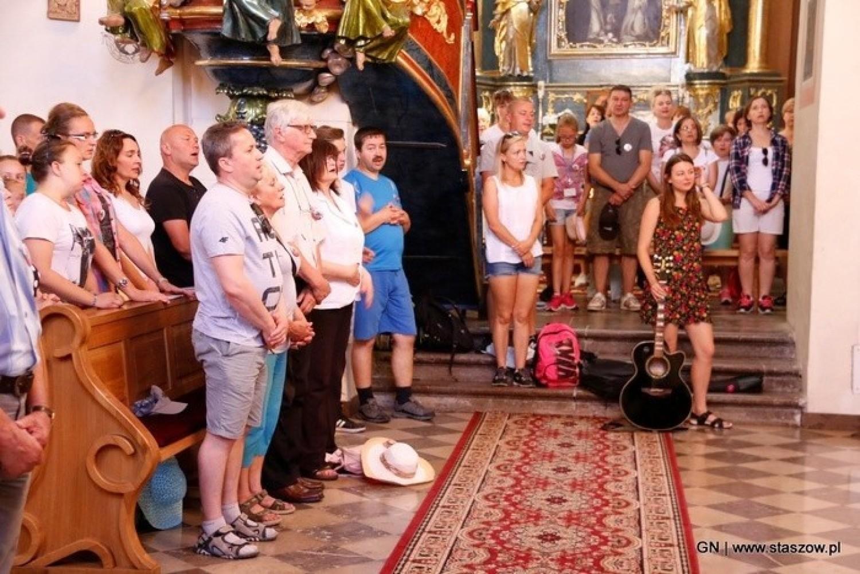 Wspomnienia z pielgrzymek do Sulisławic. Szukajcie się na zdjęciach, niech odżyją wspomnienia (Część III)