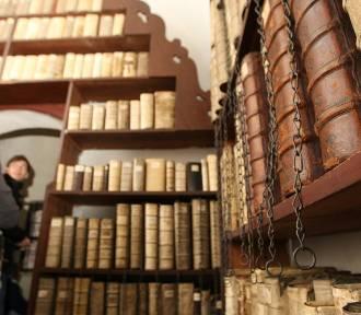 Książki na...łańcuchach! Jedyna taka biblioteka w kraju mieści się w naszym mieście