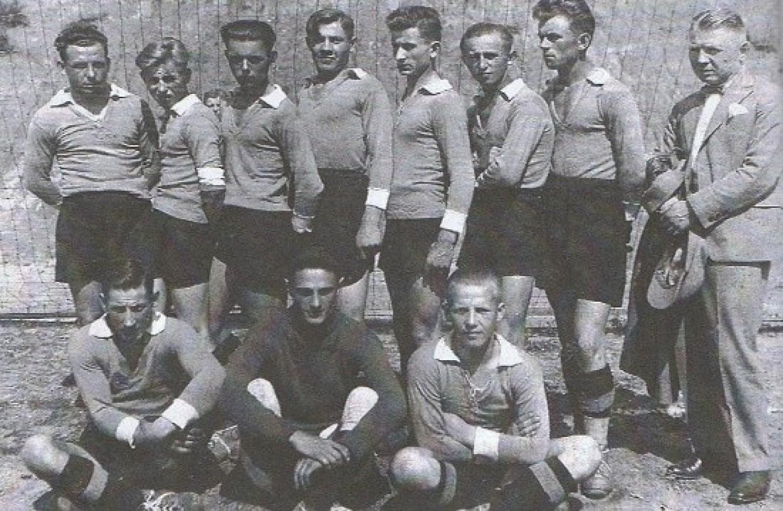 Leon Knul - drugi od lewej, górny rząd