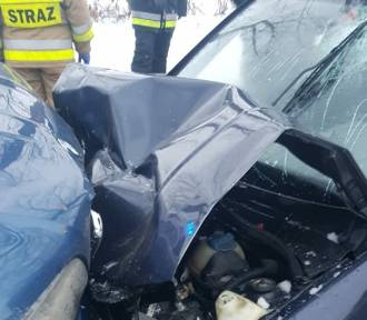 Śmiertelny wypadek w Stypułowie. Nie żyje kierowca volkswagena