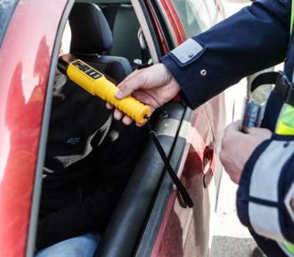Tarnów. Pijany 70-letni kierowca próbował przekupić policjantów