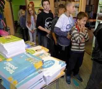 Kraków. Rok szkolny rozpoczęty, ale uczniowie wciąż nie mają podręczników