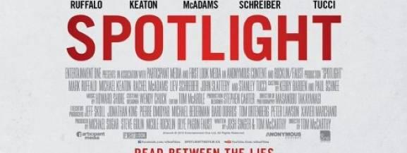 """""""Spotlight"""" to filmowy zapis wstrząsającej historii, która miała miejsce naprawdę. Nagrodzeni Pulitzerem dziennikarze śledczy gazety """"Boston Globe"""" dotarli do przerażających i szokujących danych na temat konsekwentnie tuszowanej siatki pedofilskiej w Kościele katolickim, składającej się z ponad 70 księży. Historia zbulwersowała świat w 2002 roku. Ale odkrycia dziennikarzy były zaledwie wierzchołkiem góry lodowej...   Film wyreżyserował Tom McCarthy."""