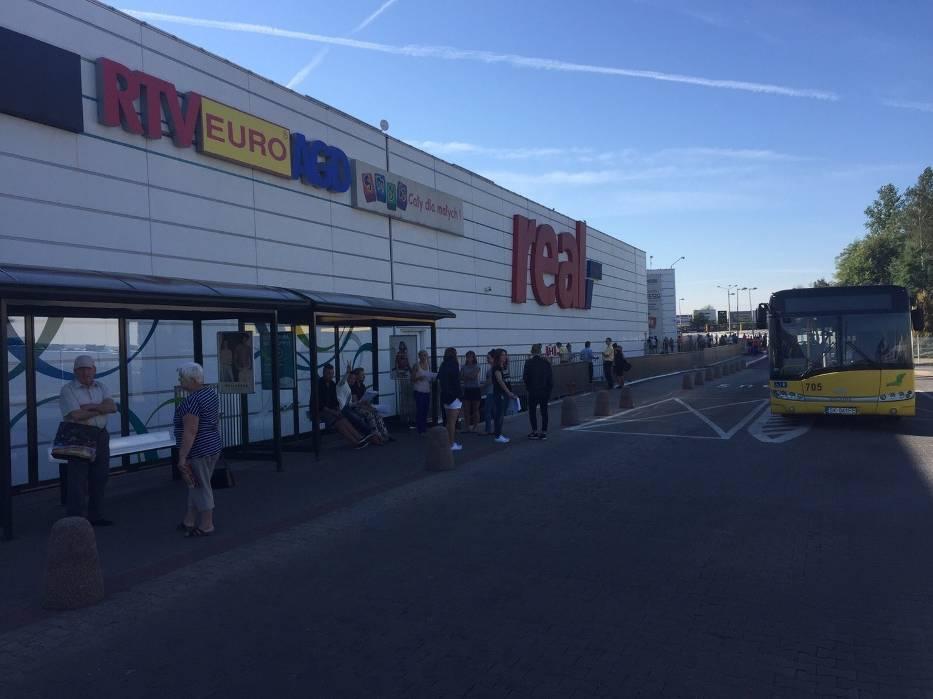 Ewakuacja centrum handlowego 3 stawy w katowicach zdj cia for Benetton 3 stawy katowice