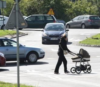 Rowerzyści doprowadzają do płaczu matki z dziećmi w Gdyni