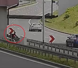 Wypadek motocyklisty na DTŚ - zobacz WIDEO. Wjechał w bariery, trafił do szpitala