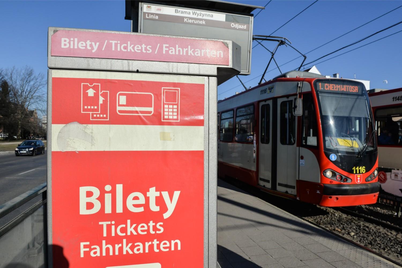 W Sylwestra i Nowy Rok w Trójmieście autobusy, tramwaje i trolejbusy jeżdżą według zmienionego rozkładu jazdy
