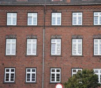 Malbork. Okna w Urzędzie Miasta będą wymienione do końca. Wcześniej termomodernizację utrudniła