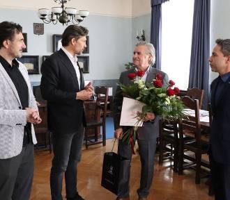 Stefan Kłobucki, sekretarz miasta Kalisza, przechodzi na emeryturę po ponad 40 latach pracy w