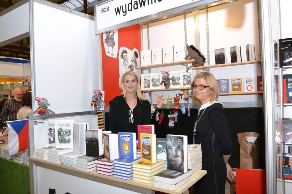 Stoisko księgarskie wydawnictw czeskich