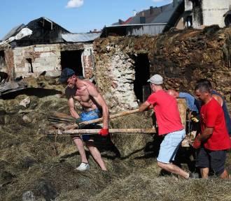 Fala pomocy dla pogorzelców z Nowej Białej. Co mogło być przyczyną pożaru?