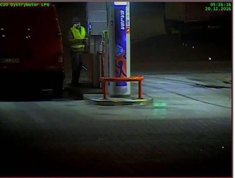 Tuż przed Świętami ukradł 1000 litrów paliwa skradzionym autem. Widziałeś go? [ZDJĘCIA]