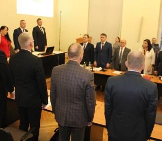 Powiatowi radni oddali dziś cześć zamordowanemu prezydentowi Gdańska i uchwalili budżet na 2019