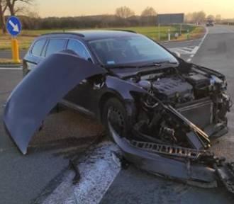 Wypadek na drodze krajowej nr 32. Zderzenie dwóch samochodów w okolicach Pleśna