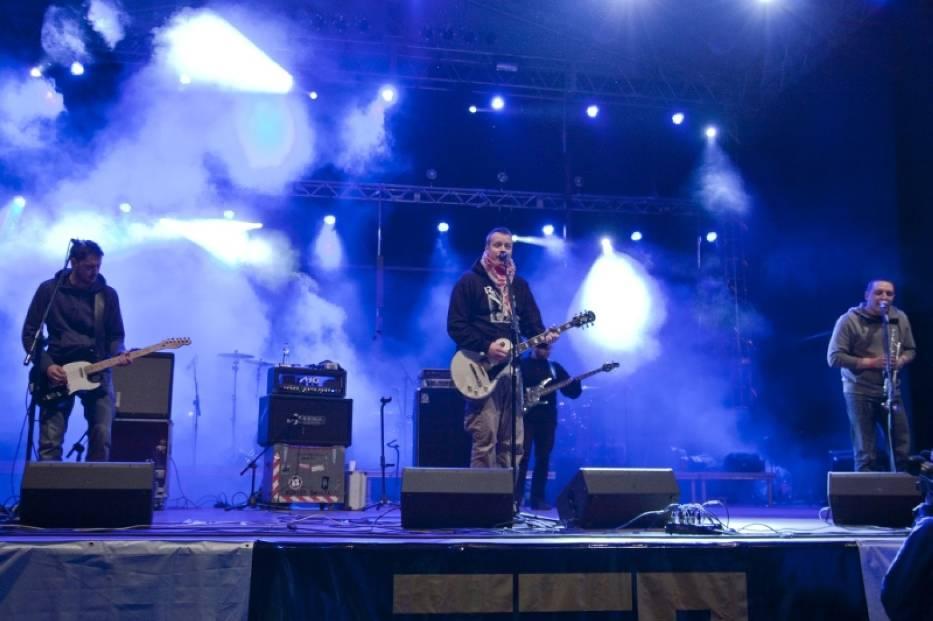 Juwenalia 2012 w Bydgoszczy (przy hali Łuczniczka) - koncert zespołu Koniec Świata
