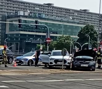 Wypadek w centrum Katowic. Zderzenie osobówek na skrzyżowaniu ulic
