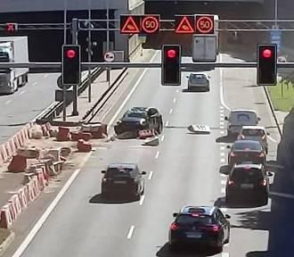 Groźny wypadek w Katowicach. Kierowca zasnął za kierownicą