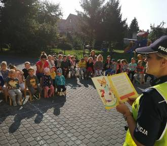Nowodworska Policja czyta dzieciom – Ruch drogowy i bezpieczeństwo