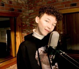 Marcin Maciejczak,  śpiewa dla Was! Zobacz koncert z dużego pokoju!