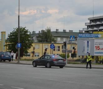 Wypadek na wiadukcie w Skierniewicach. Poszkodowany rowerzysta to obcokrajowiec [ZDJECIA]