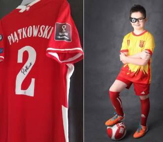 Wylicytuj koszulkę Piątkowskiego i dorzuć się do opłacenia rehabilitacji 9-latka