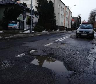 Najbardziej dziurawe ulice Rzeszowa. Tutaj można wręcz urwać koło!