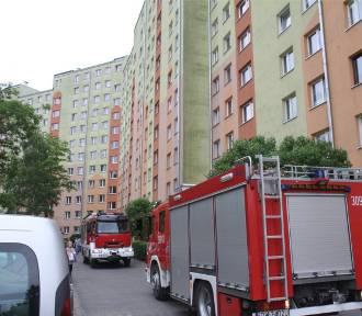 Dwie osoby wypadły z okien na osiedlu w Ząbkowicach Śląskich. Jedna nie żyje