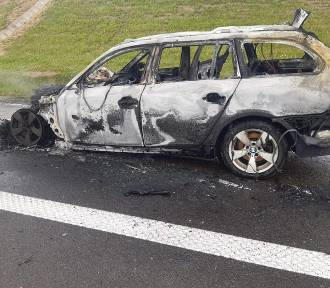 Na autostradzie koło Jarosławia zapalił się samochód BMW