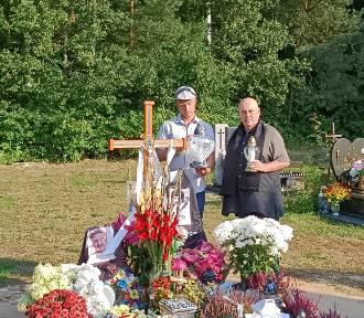 Krzysztof Krawczyk Junior na grobie ojca