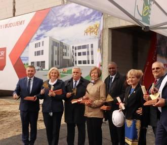 Wmurowanie aktu erekcyjnego pod budowę nowego obiektu dla ZST [FOTO]