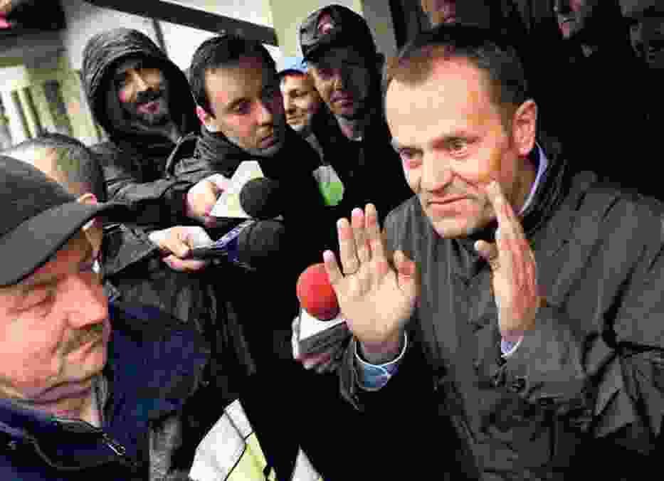 Porąbka Kobiernice, premier Donald Tusk u powodzian