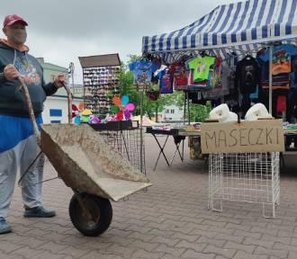 Protest kupców z targowiska w Piotrkowie. Naszykowali taczkę dla prezydenta miasta [ZDJĘCIA]