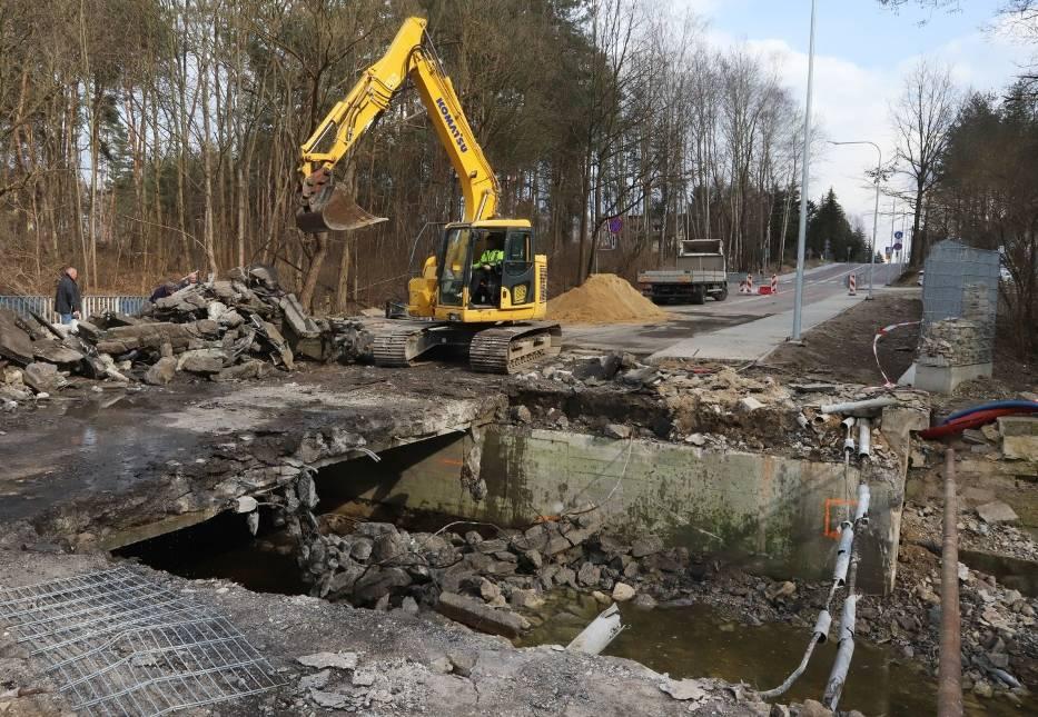 Budowa ulicy Szydłowieckiej w Radomiu. Rozbierają most, będzie nowa przeprawa. Zobacz zdjęcia