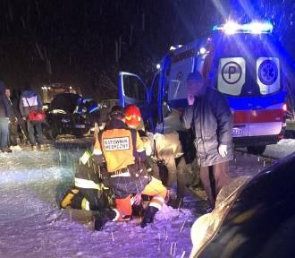 Zderzenie dwóch osobówek. Pięć osób trafiło do szpitala