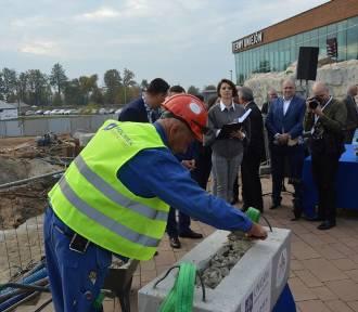 Baseny termalne w Uniejowie. Kamień węgielny pod nową część obiektu za 5 milionów euro wmurowany