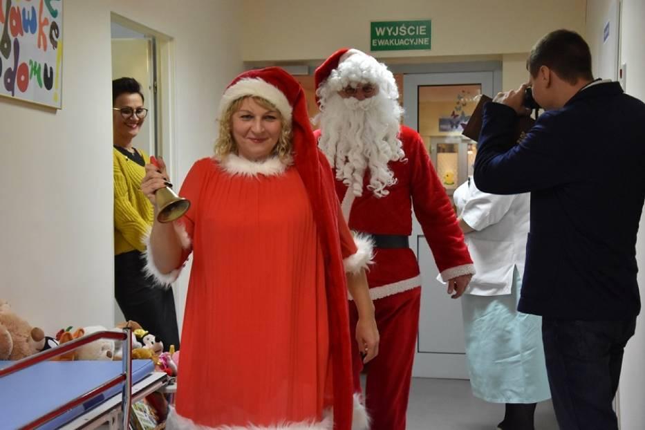 Mikołaj odwiedził dzieciaki w szpitalu. Prezenty dla każdego