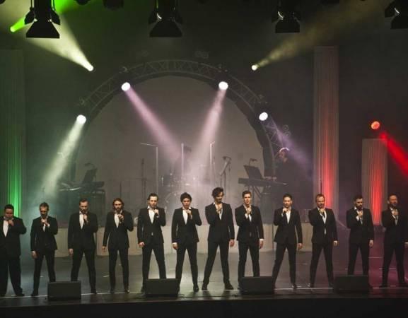 Międzynarodowa grupa The 12 Tenors już od ponad 10 lat koncertuje na scenach całego świata. Jesienią każdego roku artyści wyruszają w trasę koncertową, podczas której grają ponad 100 koncertów w Europie, jak również w Ameryce i Azji. W kwietniu pojawią się również w Bydgoszczy.
