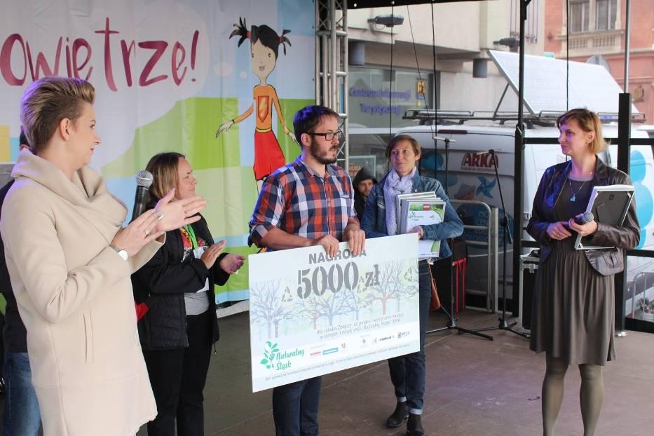Jakub Zdejszy odebrał nagrodę za mural w Murckach