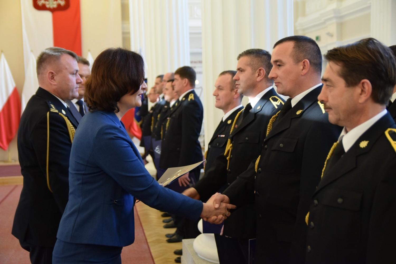 W sali kolumnowej Podkarpackiego Urzędu Wojewódzkiego odbył się uroczysty apel służb mundurowych