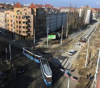 Wrocław. Od wtorku robotnicy wracają na ul. Hubską. Co muszą zrobić i do kiedy mają czas? Przeczytaj!