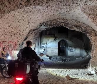 Motocykiści z Motozwierzyńca odwiedzili historyczne miejsca, które warto zobaczyć