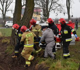 Wypadek w Julkowie. Rannego kierowcę zabrał śmigłowiec LPR [ZDJĘCIA]